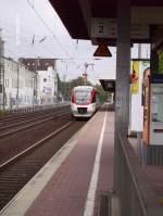 Regio Bahn/16207/1008-1-steht-mit-der-s28-kaarst 1008-1 steht mit der S28 Kaarst See in Düsseldorf-Völklingerstrasse.01.08.06